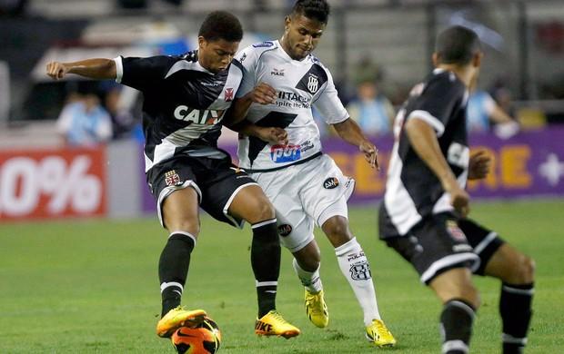André jogo Vasco contra a Ponte Preta (Foto: Guito Moreto / Agência O Globo)