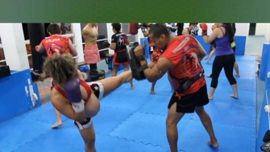 """Grávida de 8 meses treina pesado muay thai e tem meta: """"Treinar até 9"""""""