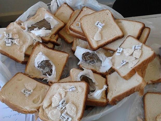 Droga estava escondida no meio de pães (Foto: Divulgação/ Seap)