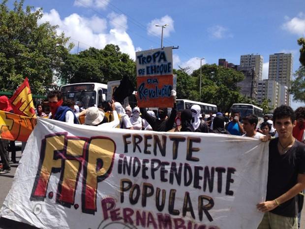 Frente Independente Popular esteve à frente da manifestação. (Foto: Kety Marinho/TV Globo)