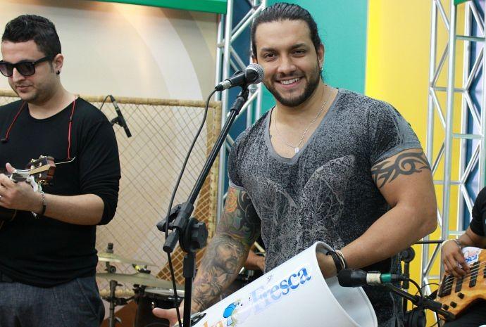 Toinho é empresário e percussionista do Cuka Fresca (Foto: Katiúscia Monteiro/ Rede Amazônica)