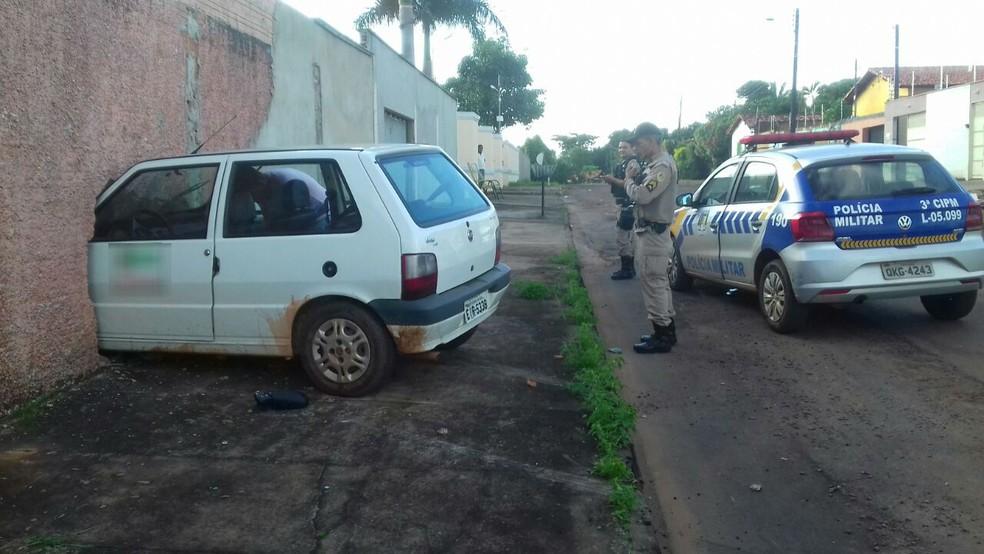 Carro invadiu muro e quarto no setor Itapuã (Foto: Elder Silva/Divulgação)
