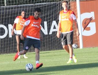 Nilmar inter treino (Foto: Tomás Hammes/GloboEsporte.com)