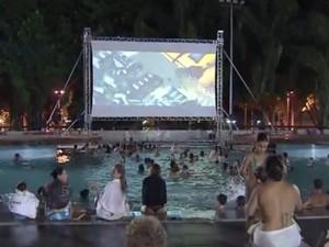 CIne Piscina acontece no Sesc Santos (Foto: Reprodução/TV Tribuna)