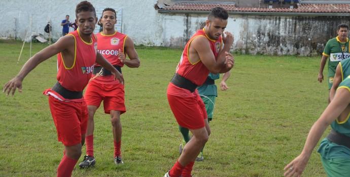 Wellington Cabeça se apresentou na segunda-feira (1º) e treina forte, no Marinho Monte (Foto: Murilo Lima)