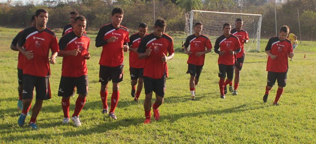 Jogadores Flamengo-PI treino Copa Piauí 2013 (Foto: Renan Morais/GLOBOESPORTE.COM)