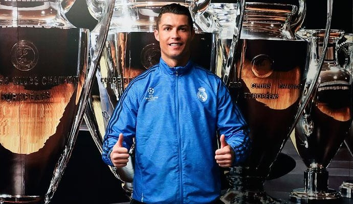 Cristiano Ronaldo posa para o site do Real Madrid (Foto: site oficial Real Madrid)