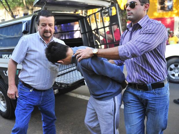 Luan Barcelos da Silva, assassino confesso de seis taxistas, prestou novo depoimento  (Foto: Tadeu Vilani/Agência RBS)