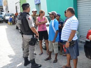 Polícia Militar foi chamada até o local para impedir confronto no Centro de João Pessoa (Foto: Walter Paparazzo/G1)