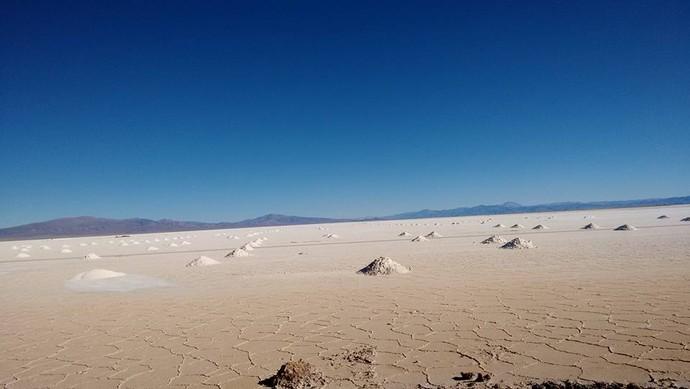 Deserto de sal entre Presidente Roque Sãenz Peña e Corrientes, na Argentina. (Foto: Istepôs Aventureiros/Divulgação)