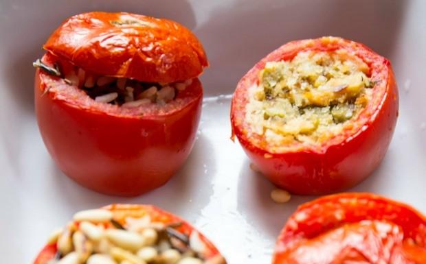 Receitas da Carolina - 2 temporada - Tomate - Tomate recheado com farofa de po (Foto: Robert Schwenck)
