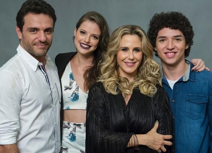 Agora, aos 19 anos, atriz torce por um papel desafiador (Foto: TV Globo)