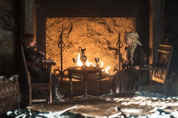Novamente veremos os conselhos de Tyrion para Daenerys. Será que dessa vez a Mãe dos Dragões o escuta? (Foto: Divulgação)