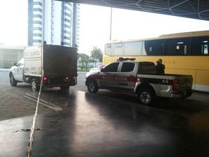 Homem é assassinado dentro de ônibus na rodoviária de Campina Grande (Foto: Diego Almeida / TV Paraíba)