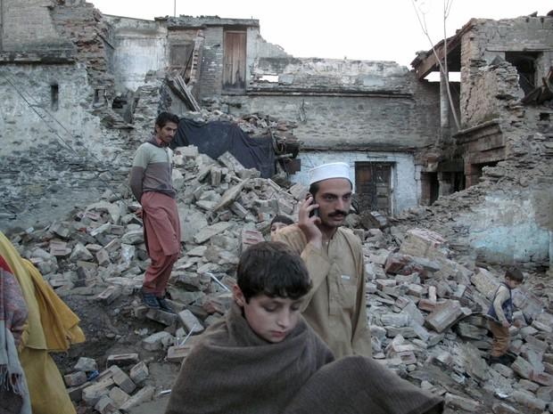 Terremoto deixa mais de 100 mortos no Paquistão e no Afeganistão (Foto: Hazrat Ali Bacha/Reuters)