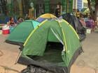 Pais acampam em frente a creches em Cuiabá para conseguir vagas