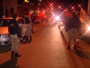 Operação policial em Araxá (Foto: TV Integração/Reprodução)