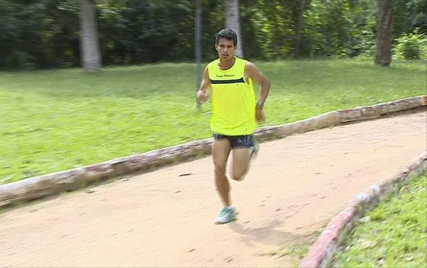 Tiago Prates já conquistou mais de 500 medalhas em 8 anos de corridas na rua (Foto: Globo Esporte)