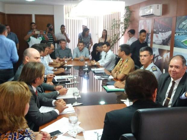 Governador Robinson Faria se reuniu com a cúpula da segurança pública e representantes do movimento (Foto: Fred Carvalho/G1)