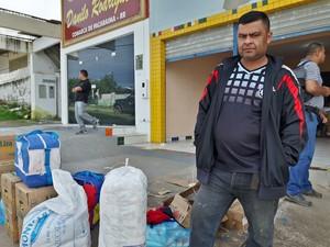 Jossi Guillen viajou por 10h para chegar a Pacaraima e comprar comida  (Foto: Emily Costa/ G1 RR)