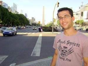 Professor de espanhol durante visita à capital da Argentina. (Foto: Thiago Lamounier/Arquivo pessoal)