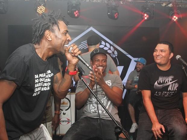 Dodô, Thiaguinho e Leandro Lehart  em show em São Paulo (Foto: Renan Katayama/ Ag. News)