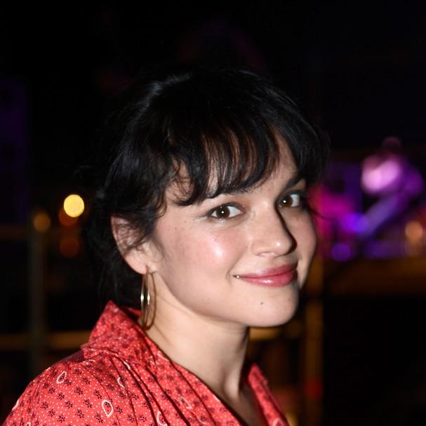 Nascida Geetali Norah Jones Shankar, a cantora filha de um indiano deixou o nome difícil para trás e mudou oficialmente seu nome aos dezesseis anos, ficando apenas com os nomes ocidentais (Foto: Getty Images)