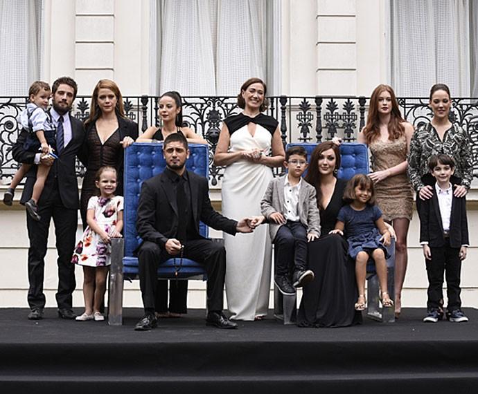 Tradicional foto de família marcou o último capítulo de 'Império' (Foto: Raphael Dias/ Gshow)