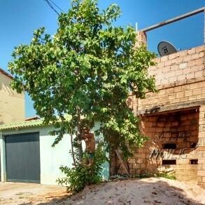 Após invador casa, homem é amarrado em árvore no bairro Uruará (Foto: Divulgação/Moradores do Uruará)