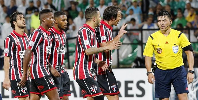 Atlético Nacional x São Paulo, confusão, Libertadores (Foto: Mauricio Dueñas Castañeda/EFE)