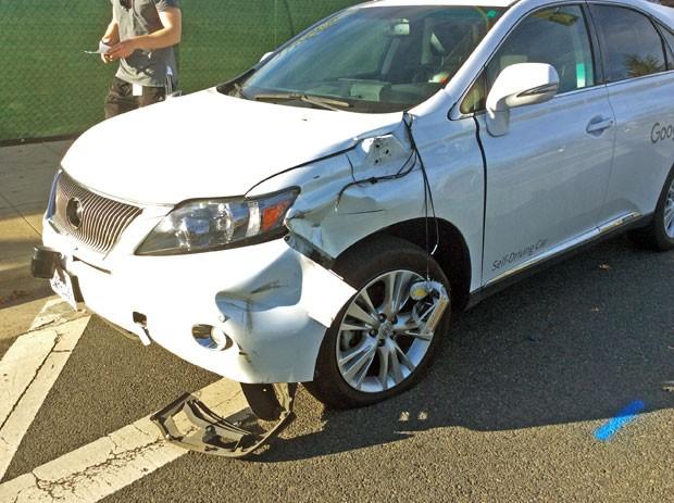 Carro sem motorista pertencente ao Google se envolveu em acidente (Foto: Santa Clara Valley Transportation Authority/AP)