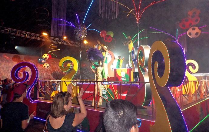 Público vibra com o samba  tour da taça chile (Foto: Cassius Leitão)