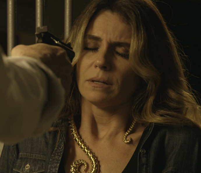 Gibson resolve dar um susto em Atena (Foto: TV Globo)