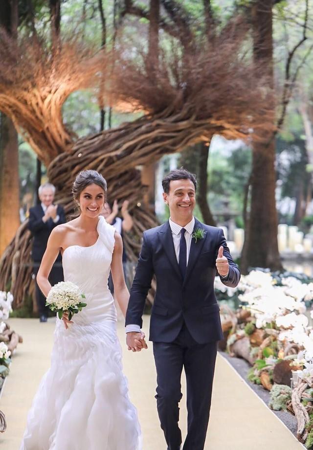 Enfim, casados: Carlos Miele e Ray Breda (Foto: Aderbal Freire e  Fernanda Scott)