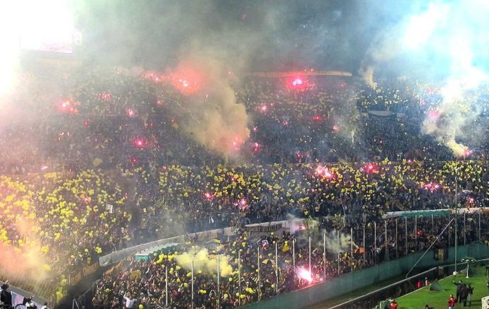 festa da torcida no estádio Centenário para a final da Libertadores (Foto: Julyana Travaglia / GLOBOESPORTE.COM)