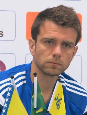 Misimovic não sabe se calor em Cuiabá atrapalhará a seleção (Foto: Alexandre Lopes)