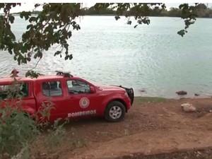Bombeiros encontraram corpo de casal a 6m de profundidade. (Foto: Reprodução/ TV São Francisco)