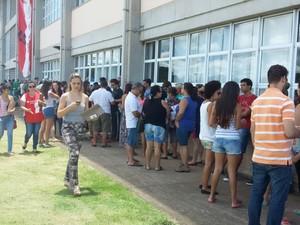Estudantes aprovados em primeira chamada fazem matrícula na UFSCar em São Carlos (Foto: Rodrigo Zanette/ G1)