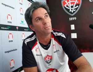 Caio Junior, técnico do Vitória (Foto: Thiago Pereira)