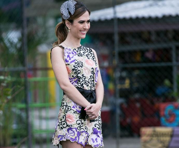 Danda escolheu um vestido curtinho e estampado para a cerimônia (Foto: Isabella Pinheiro/Gshow)
