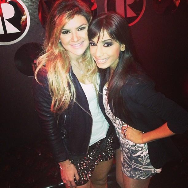 Mirella Santos e Anitta em boate em São Paulo (Foto: Instagram/ Reprodução)