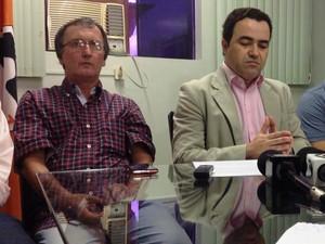 Vereador Rodrigo Kaboja e prefeito Vlaadimir Azevedo, em coletiva (Foto: Ricardo Welbert/G1)