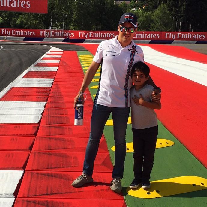 Felipe Massa com o filho Filipinho no circuito de Spielberg (Foto: Divulgação)
