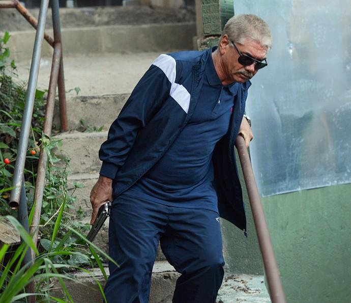 Tio persegue Romero para concluir a missão de acabar com o ex-vereador (Foto: Pedro Carrilho / Gshow)