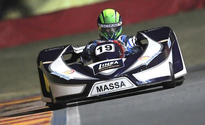 Felipe Massa kart capacete homenagem Schumacher (Foto: EFE)