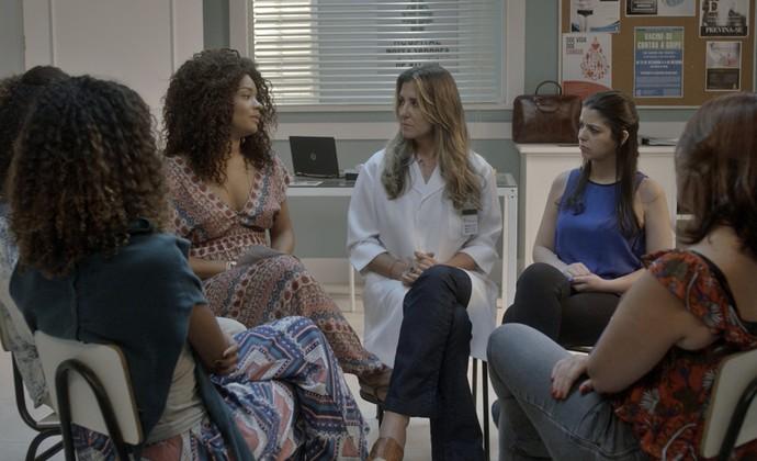 Grupo de mulheres com endometriose conversa sobre separação (Foto: TV Globo)