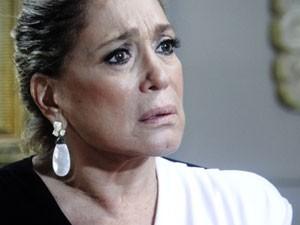 Pilar sente que existe algo mais sério (Foto: TV Globo / Amor à Vida)