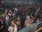 Belo emociona fãs em primeiro show após diagnóstico de estafa