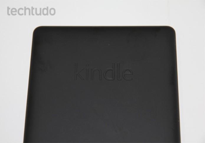 Traseira emborrachada do Kindle PaperWhite (Foto: Isadora Díaz/TechTudo)