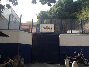 Abrigo fica localizado na Avenida República do Paraguai, número 1, Centro do Rio. (Foto: Renata Soares / G1)